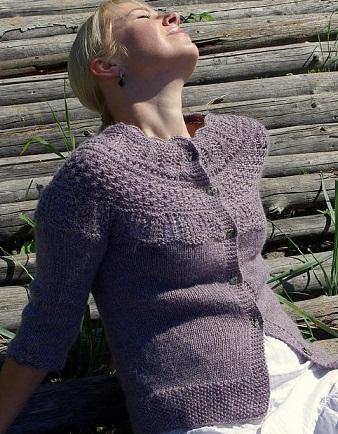 Жакет с ажурной кокеткой спицами