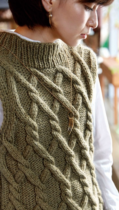 Вязание на спицах жилет с косами 611