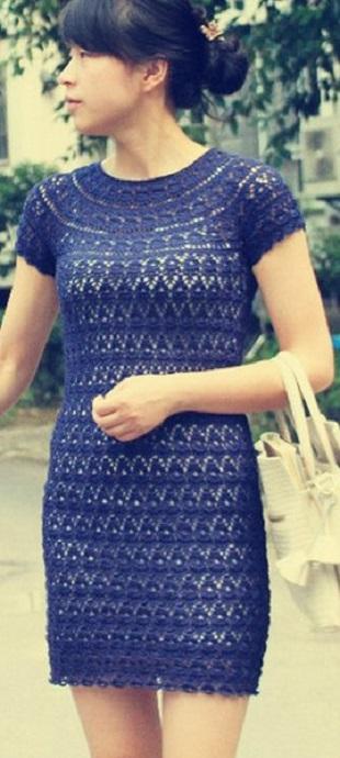 Голубое вязаное платье крючком