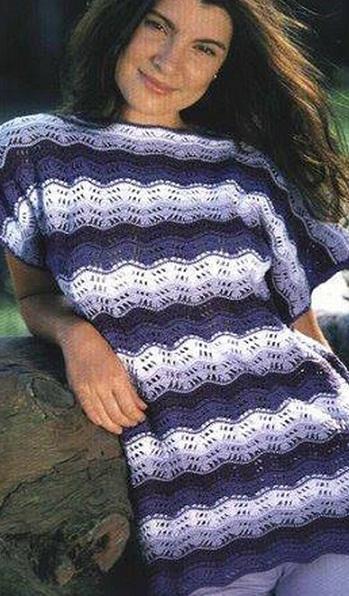 Пуловер связан крючком узором волны из пряжи 4 цветов.  Схема вязания пуловера крючком.