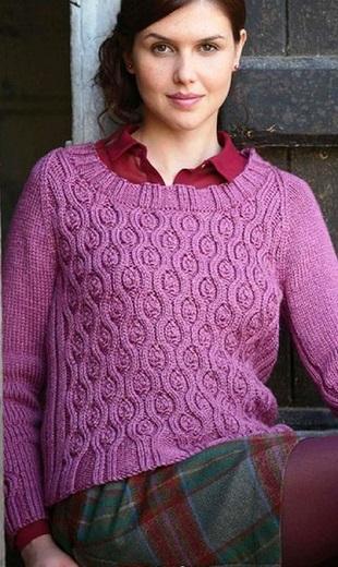 Пуловер с красивым узором