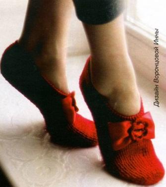Тапочки-балетки связаны крючком.  Длина тапочек: 25 см.