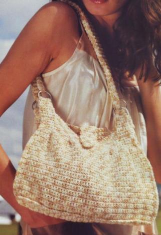 Летняя сумочка цвета ванили связана крючком.  Вязаная сумка крючком схема.  1395.