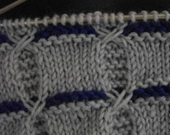 Двухцветный узор для вязания спицами. . Схема вязания и описание узора спицами